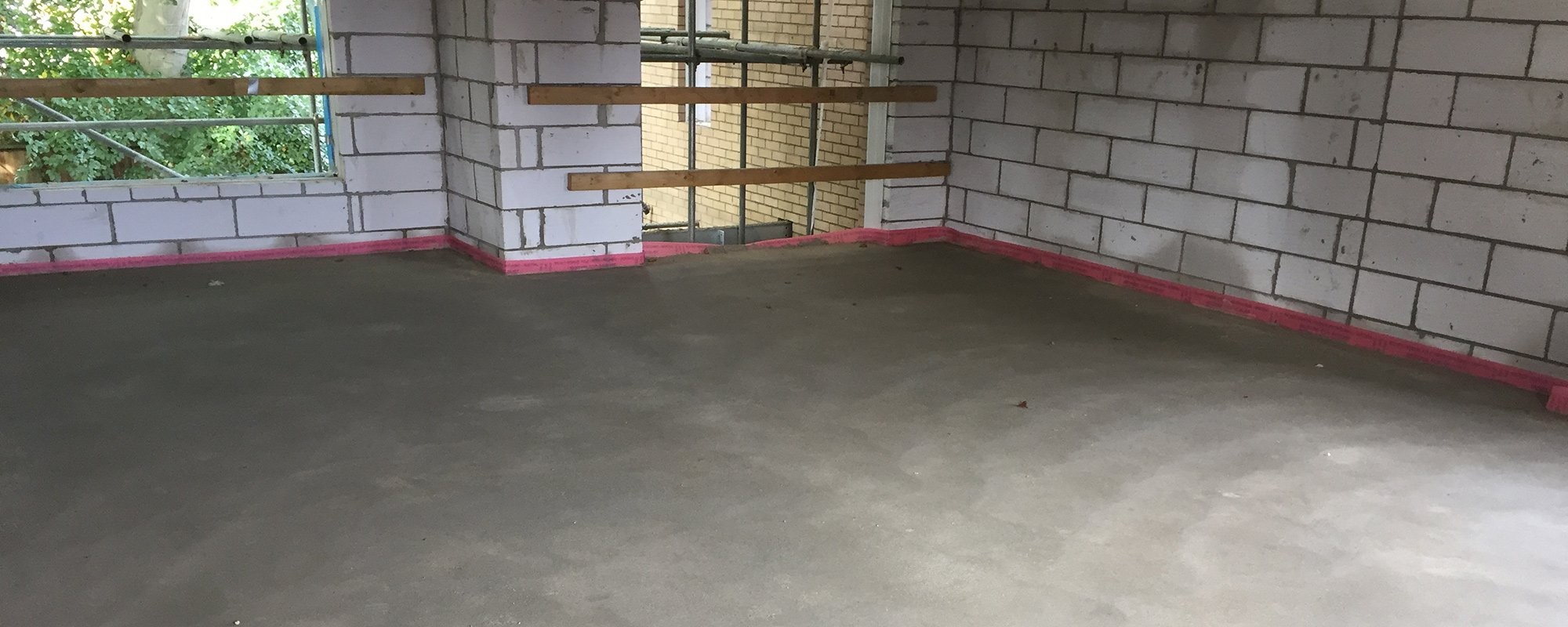 Screed flooring